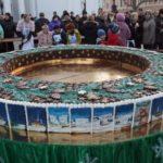 Як на Думській площі різдвяний калач ділили